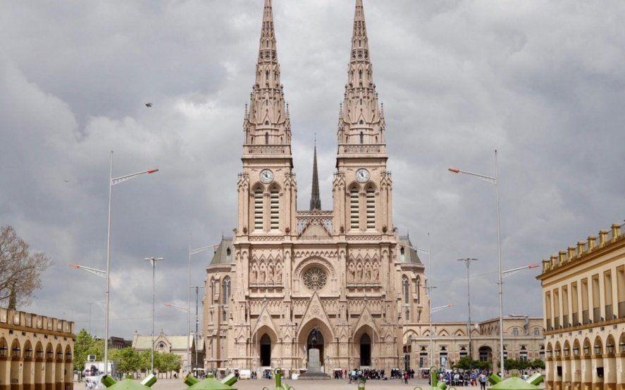 Acuerdo entre el CEAMSE y Luján para colocar decenas de contenedores de residuos en las inmediaciones de la Basílica