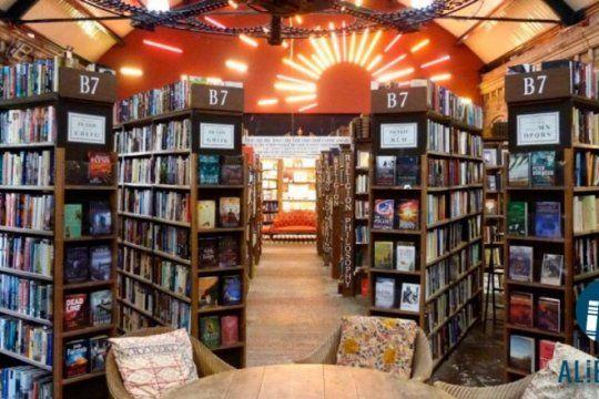 los lectores tienen su espacio en las redes: conoce la pagina que recomienda y comparte libros