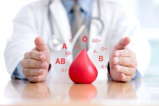 ¿Hay grupos sanguíneos con mayor o menos riesgo de contagio?