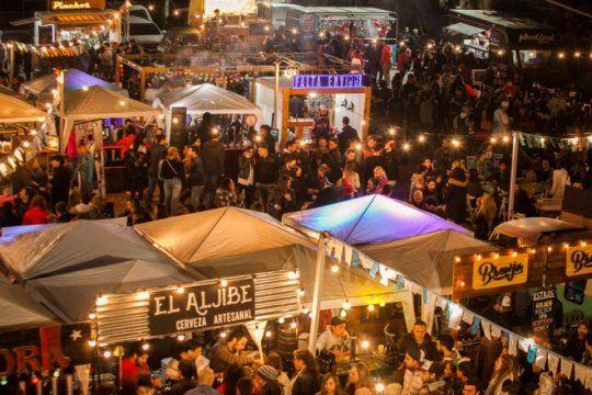 fin de semana cervecero: corredor gastronomico, musica en vivo y 45 productores en el oktoberfest