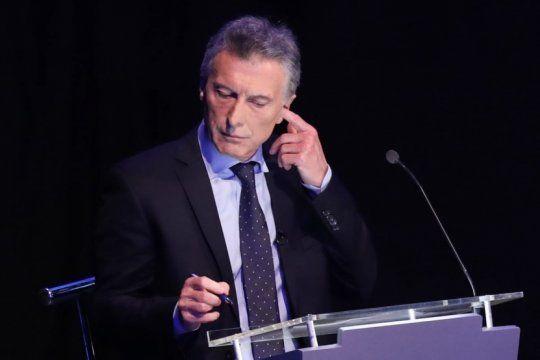 ¿macri uso audifonos en el debate presidencial?: la polemica que hizo estallar las redes sociales