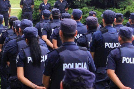 treinta cadetas de la policia bonaerense denunciaron a un comisario por acoso