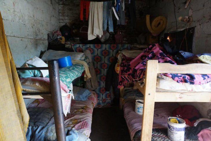 El juez busca ayudar a una familia de Quequén que se quedó sin casa.
