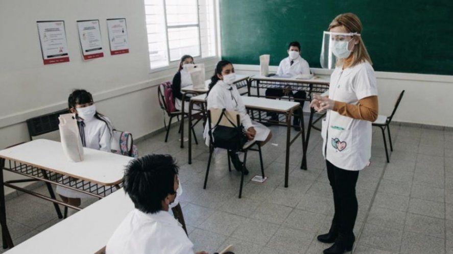 La vuelta a las clases presenciales aparece como una posibilidad. El 65% de los y las docentes ya recibió al menos una dosis de la vacuna contra el coronavirus.