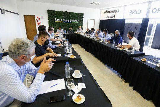 Kicillof se reunió con intendentes de la costa en Santa Clara del Mar