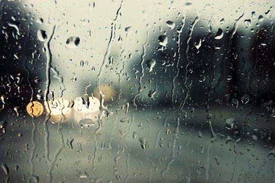 Hay alerta meteorológico por tormentas y lluvias en la Provincia.