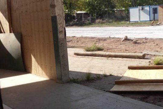 se cayo una placa de madera en una escuela que se incendio en 2018: docentes heridos