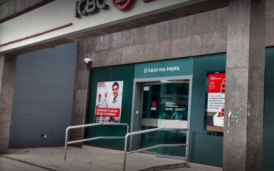 Adrogué: tres delincuentes asaltaron un banco luego de reducir al gerente y los vigiladores