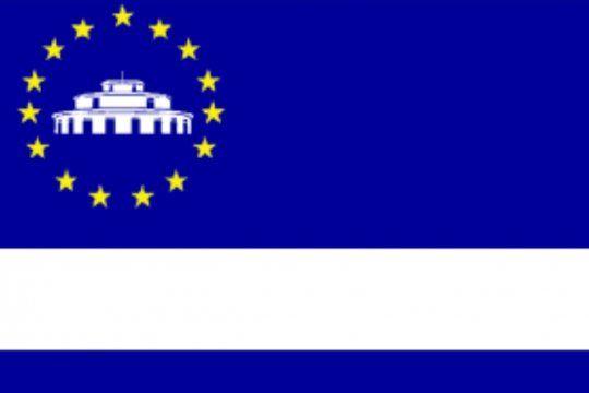 Bandera del Partido de 3 de Febrero, con el Palomar y una estrella por cada localidad del distrito