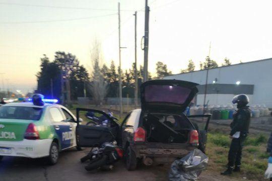 robaron un kiosco, chocaron a dos patrulleros y se tirotearon con policias