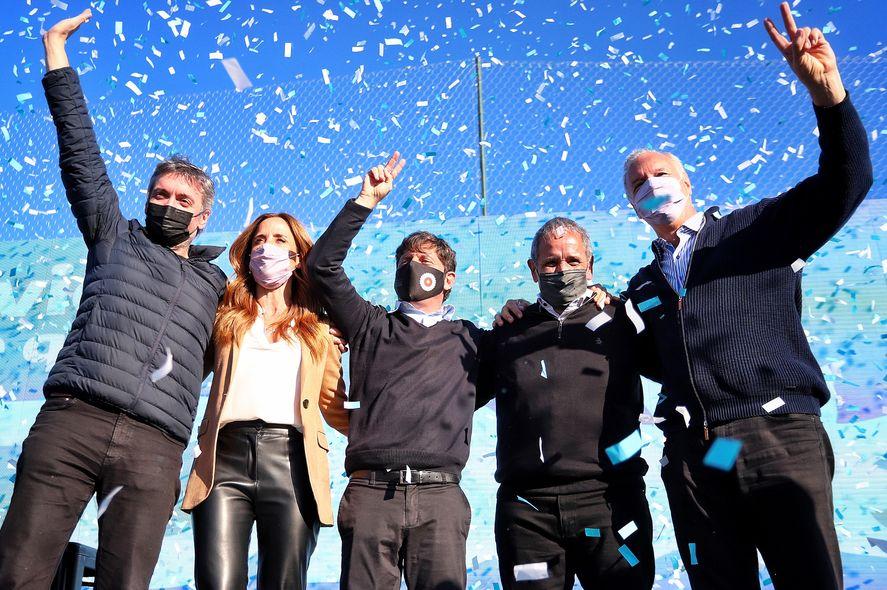 Máximo Kirchner, Axel Kicillof y los pre candidatos Victoria Tolosa Paz, Daniel Gollan y Sergio Palazzo en el acto de La Bancaria.