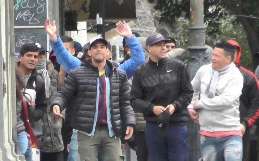 Facciones de la UOCRA se enfrentaron a tiros, piedrazos y puntazos en pleno centro de La Plata