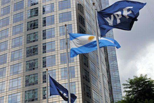YPF explicó el aumento de combustibles e inversiones