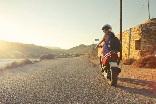 ¿te vas de vacaciones en moto? estos son los requisitos que debes cumplir para evitar problemas en la ruta
