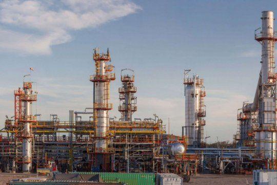 El paro en las refinerías comienza a las 0 horas y puede llevar al desabastecimiento de combustibles.