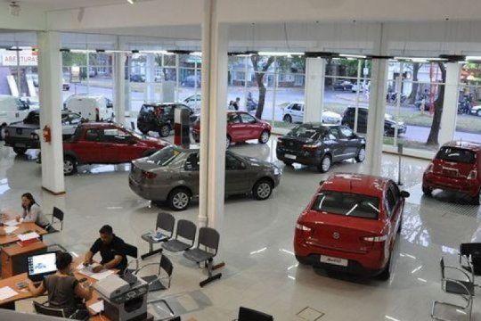 derrumbe de los planes de ahorro: en lo que va del ano se vendieron 50% menos de autos 0km