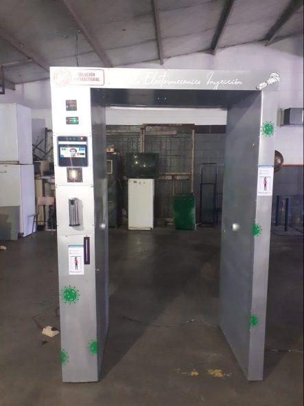 Presos donaron una cabina sanitizante anti Covid a una escuela