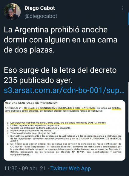 El tweet original del periodista de la nación en donde hace un chiste con una interpretación literal del texto del decreto 235 para el distanciamiento social