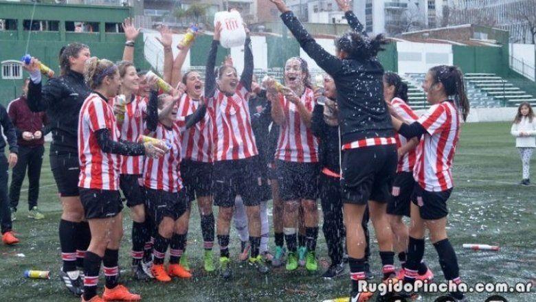 Qué hay detrás de la foto que recorrió al país y que podría dejar sin Libertadores a Estudiantes