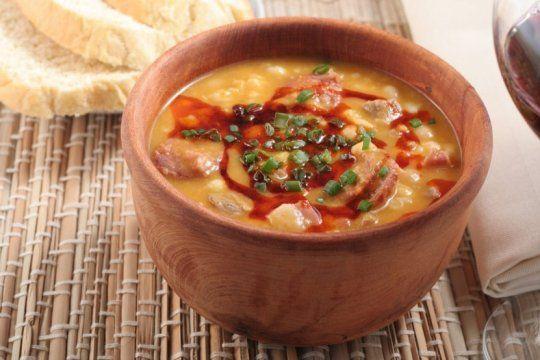 dos recetas de locro para el festejo del 25 de mayo: vegetariano y tradicional