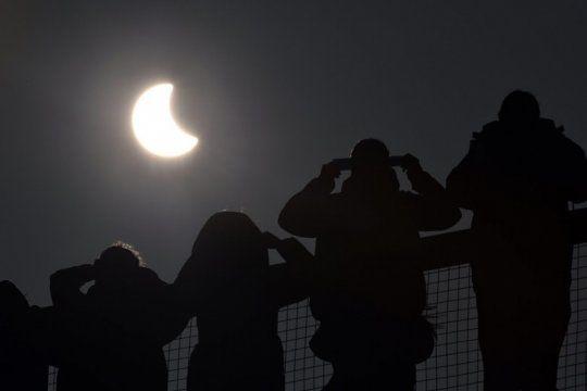 eclipse accesible en la plata: como pueden hacer las personas ciegas para no perderselo