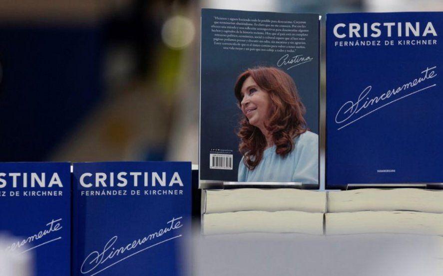 """Entradas agotadas, pantallas gigantes y streaming: Cristina presenta el libro """"Sinceramente"""""""