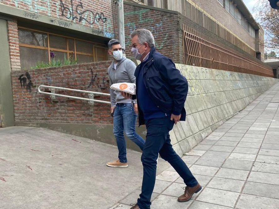 Héctor Gay llevó facturas para las autoridades de mesa donde votó en Bahía Blanca