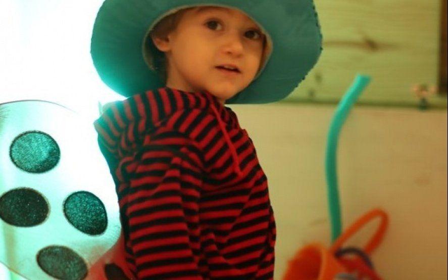 Tiene 4 años, necesita implantes para escuchar, pero IOMA le niega el tratamiento