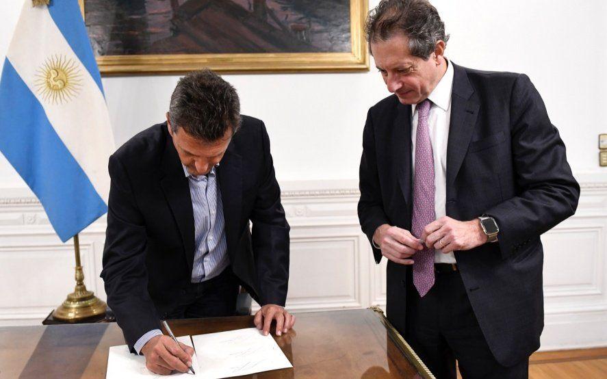 Massa y Pesce estamparon la firma para los nuevos billetes con imágenes de próceres
