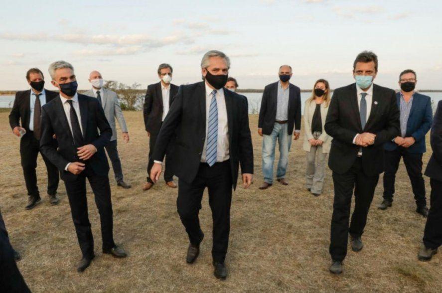 Mario Meoni, Alberto Fernández y Sergio Massa. El gobierno todavía conmovido por el fallecimiento del ministro.