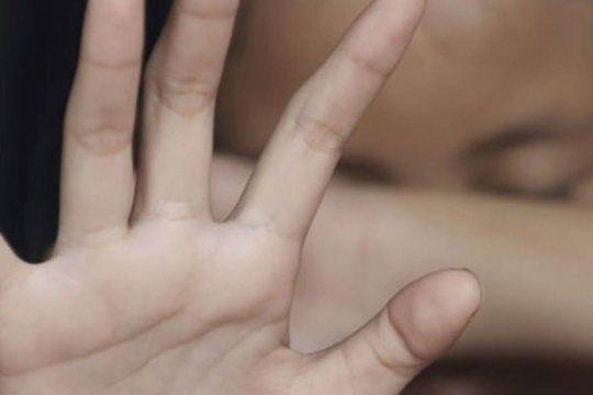 Una chica fue reducida por un violador cuando iba a la farmacia en Merlo