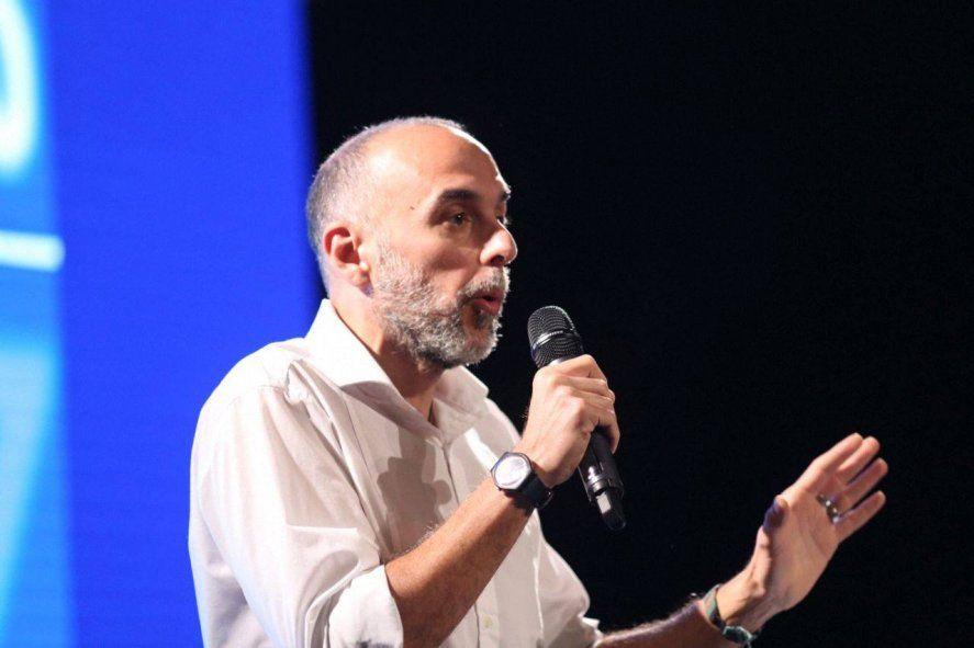 El economista Agustín DAtellis pidió que las provincias tengan más restricciones para tomar deuda en dólares.