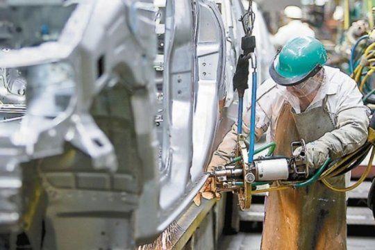 para los industriales, el pais tiene que crecer diez anos seguidos para lograr niveles productivos de 2011