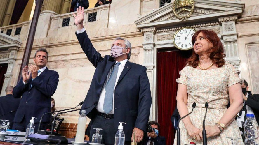 Alberto Fernández visita la Universidad de Hurlingham luego de su discurso en el Congreso