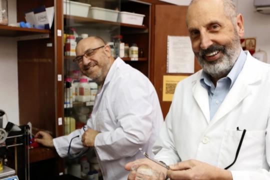 el increible metodo para purificar el agua con botellas recicladas que desarrollan investigadores de la unlp