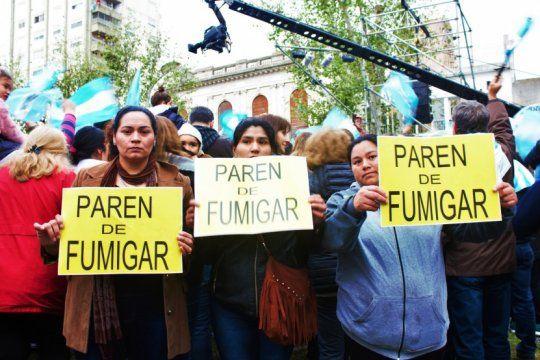 ?bajen el cartel?: asi reacciono vidal frente a un grupo de madres que protestaban contra las fumigaciones