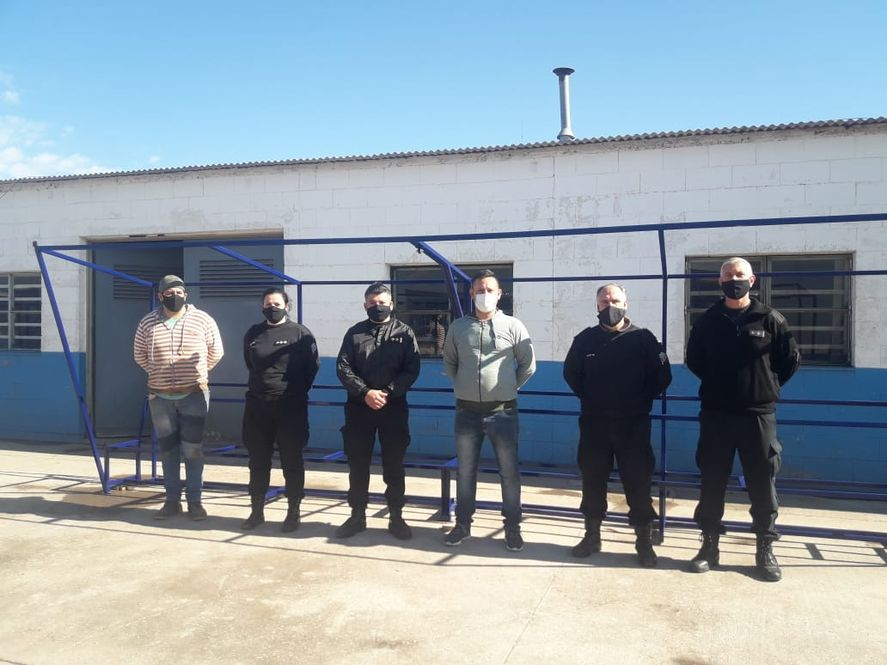 Internos de la cárcel de Saavedra fabricaron la estructura de los bancos de suplentes