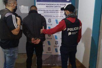 El joven fue detenido en diagonal 74 y 54 acusado de apuñalar a un trapito