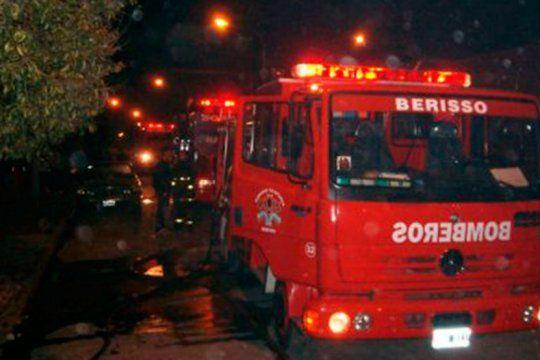un hombre murio y una joven sufrio quemaduras al incendiarse una casa