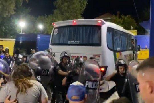 la policia de la ciudad agredio a la delegacion de gimnasia y a periodistas en la cancha de boca