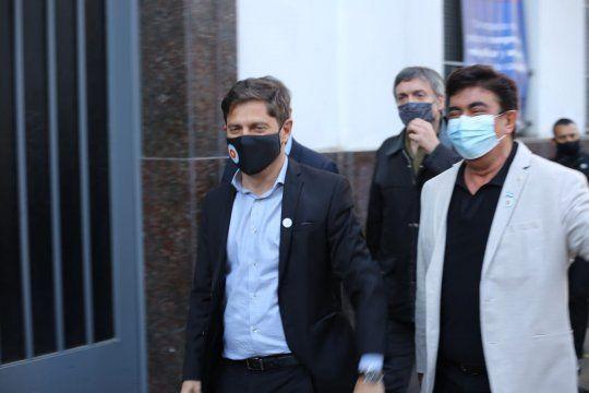 Axel Kicillof llegó a la jura acompañado por Fernando Espinoza, Carlos Bianco y Máximo Kirchner. Articulación en el Frente de Todos bonaerense.