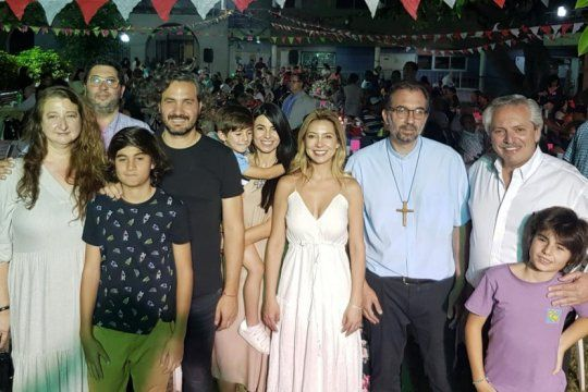la sorpresiva visita del presidente: alberto fernandez paso nochebuena en la iglesia de san cayetano