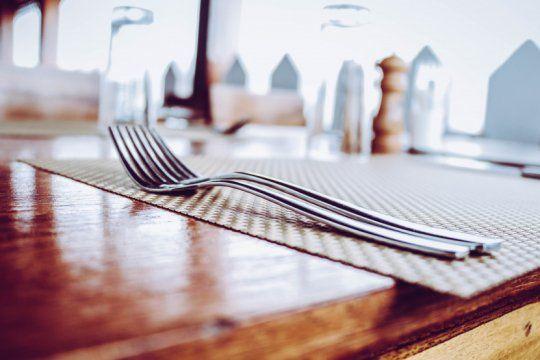 a la espera del take away plus: los gastronomicos platenses, en crisis