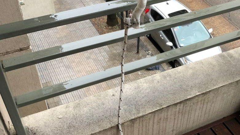 Los balconeros: Usan sogas para trepar y se roban lo que encuentran en el balcón
