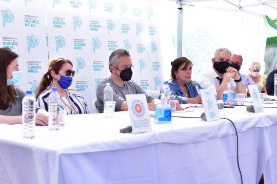 Andrés Larroque (centro) encabezó la presentación del informe del Comité Interministerial sobre la situación en Guernica.