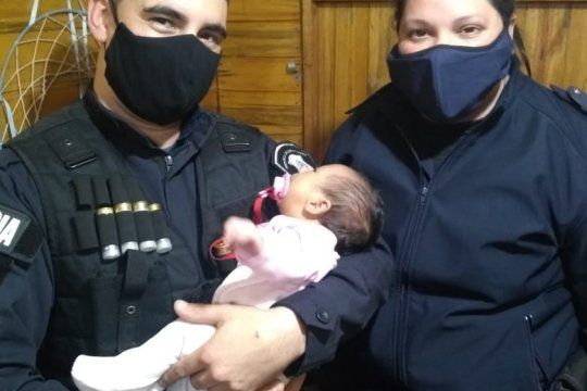 Dos policías salvaron la vida de una beba de 1 mes y medio en Punta Lara