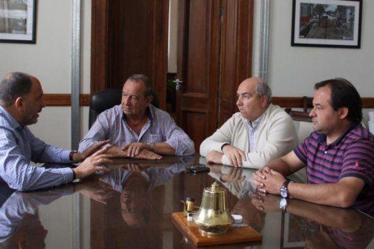 Garate, izquierda, reunido con Sáncez, sentado en su sillón de intendente