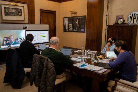 kicillof reunio a sus infectologos para definir el futuro de la cuarentena