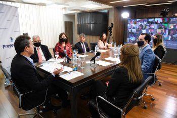 ProyectAR: Massa encabezó la presentación de 20 cursos federales