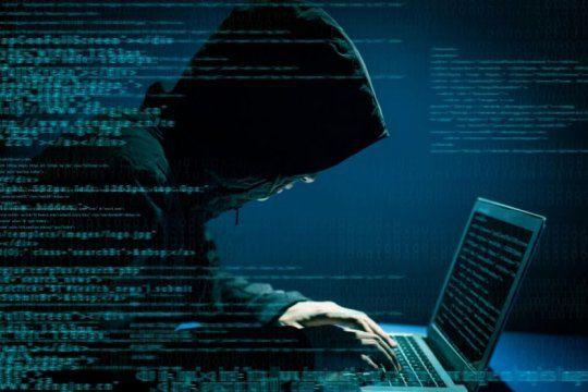 piratas informaticos: hackearon la app para saber cuando llega el micro y piden 20 bitcoins para devolverla